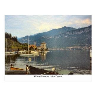 Beira-rio no lago Como Cartão Postal