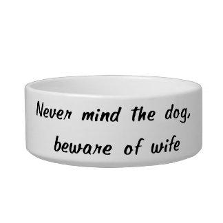 Beware da bacia do animal de estimação da esposa tigela
