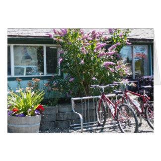 Bicicletas no café cartão de nota