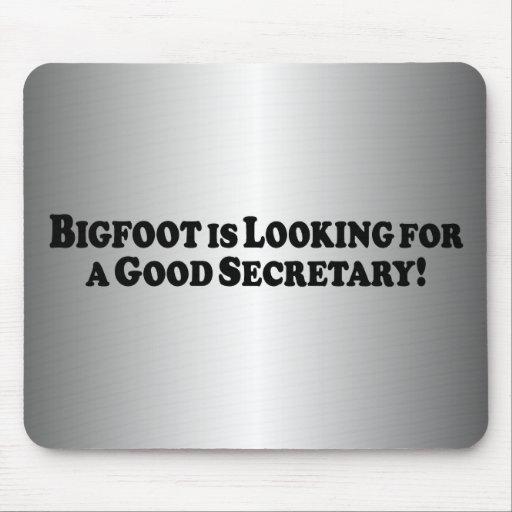 Bigfoot que olha para o bom secretário mousepad