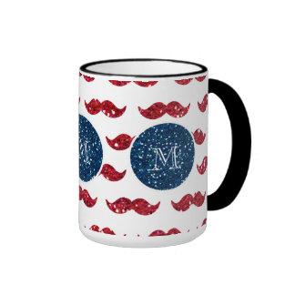 Bigode do brilho do vermelho de azuis marinhos, caneca