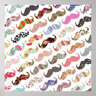 Bigodes coloridos femininos engraçados dos padrões pôsteres