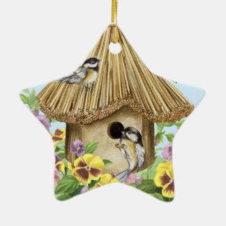 Birdhouse dos Chickadees Ornamento De Cerâmica Estrela