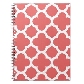 Bloco de notas vermelho do teste padrão da treliça cadernos espiral