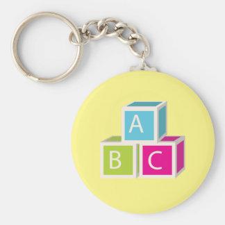 Blocos coloridos do alfabeto chaveiro