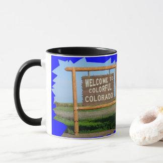 Boa vinda à caneca de café colorida de Colorado