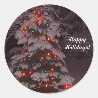 Boas festas a árvore ilumina etiquetas adesivos em formato redondos