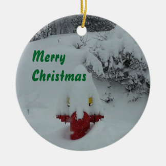 Boca de incêndio de fogo coberto de neve engraçada ornamento de cerâmica redondo