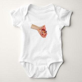 Body Para Bebê A mão fêmea guardara o modelo do rim humano