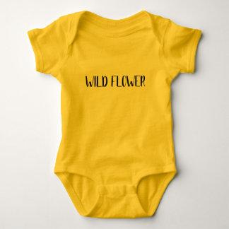 """Body Para Bebê """"Camisa do bebê da flor selvagem"""""""