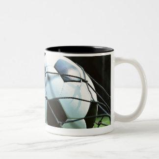 Bola de futebol 3 caneca de café em dois tons