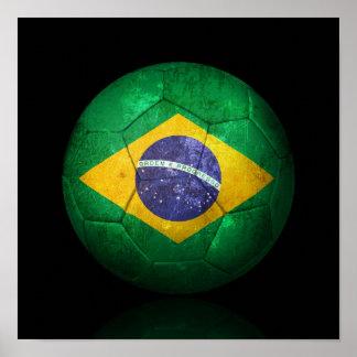 Bola de futebol brasileira gasta do futebol de ban póster