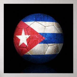 Bola de futebol cubana gasta do futebol de bandeir póster