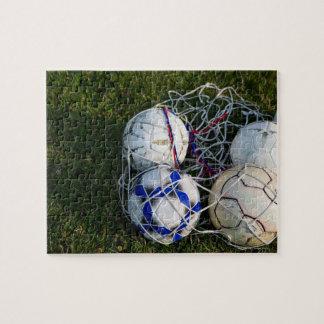 Bolas de futebol na rede quebra-cabeça