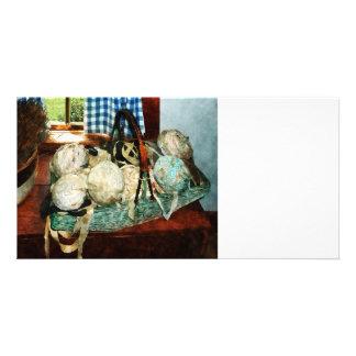 Bolas de tiras de pano na cesta cartão com foto personalizado