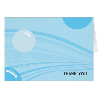 Bolhas subaquáticas no azul cartão de nota