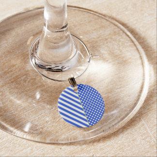 Bolinhas e listras dos azuis marinhos por enfeite de taças de vinho
