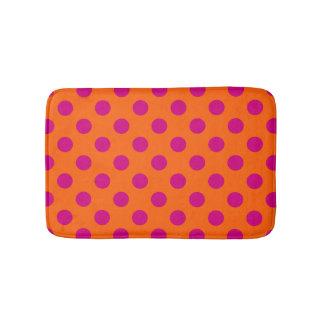Bolinhas fúcsia na laranja tapete de banheiro