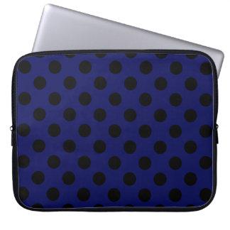 Bolinhas pretas em azuis marinhos capa para laptop