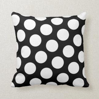 Bolinhas preto e branco travesseiros de decoração