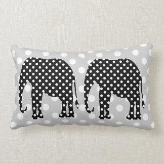 Bolinhas preto e branco do elefante travesseiro