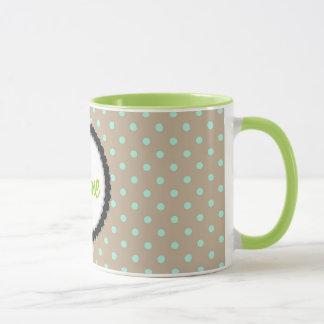 Bolinhas verdes da caneca e bege quentes