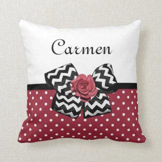 Bolinhas vermelhas bonitos com arco e nome do rosa travesseiros