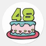 Bolo de aniversário das pessoas de 48 anos adesivos em formato redondos
