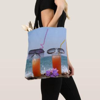 Bolsa Tote Bebidas e óculos de sol pela praia