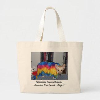 Bolsa Tote Grande Dia das mães que modela a roupa