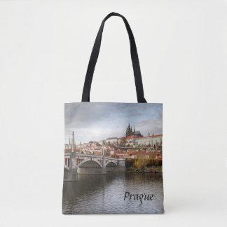 Bolsa Tote Um dia tormentoso na foto da lembrança de Praga