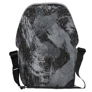 Bolsas Mensageiro Tinta branca no fundo preto #3