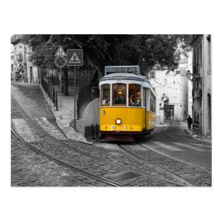 Bonde amarelo clássico em Lisboa Cartão Postal