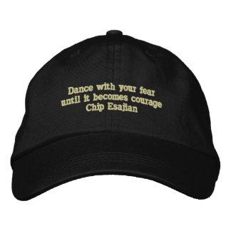 Boné Bordado Dança com seus medos