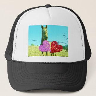 Boné Cavalo louro e corações cor-de-rosa e vermelhos