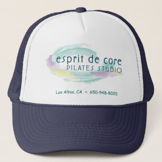 Boné Esprit desnucleia o chapéu