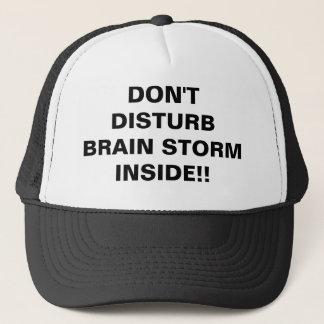 Boné Não perturbe a tempestade de cérebro para dentro
