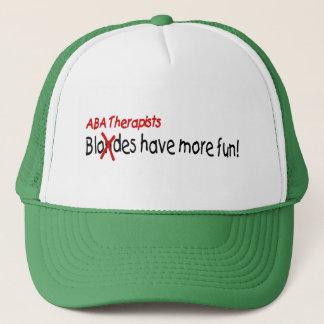 Boné Os terapeutas do ABA têm mais divertimento