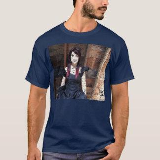 Boneca no sótão t-shirts