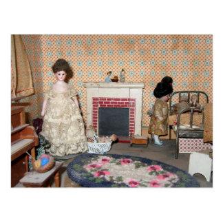 Bonecas do Bisque pelo cartão da lareira - Cartão Postal