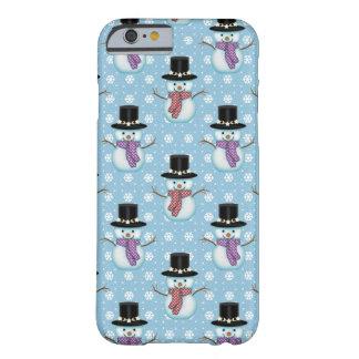 Bonecos de neve bonitos no teste padrão azul capa barely there para iPhone 6