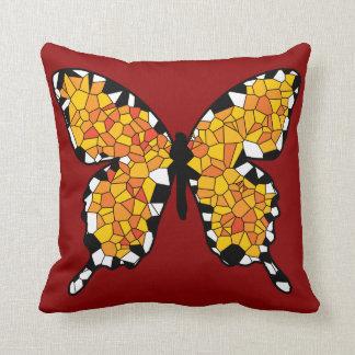 Borboleta alaranjada, branca e preta do mosaico travesseiro de decoração