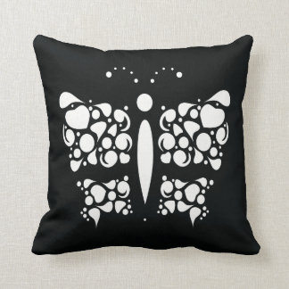 borboleta branca no preto travesseiro