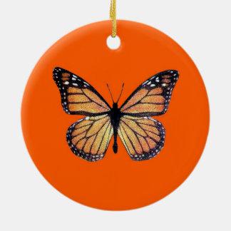 Borboleta de monarca bonito na laranja ornamento de cerâmica redondo