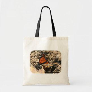 Borboleta de monarca na sacola da natureza da bolsa tote