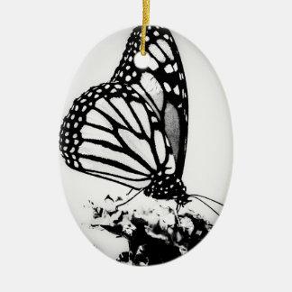 Borboleta de monarca, preto e branco - ornamento de cerâmica oval