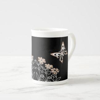 Borboleta e flores Roasted relevantes da amêndoa Xícara De Chá