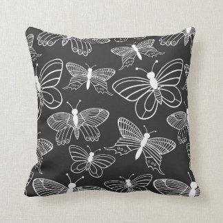 Borboleta preto e branco travesseiros