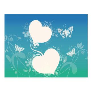 Borboletas e corações de flutuação em redemoinhos cartão postal