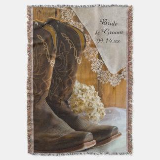 Botas de vaqueiro e lance do casamento do país do throw blanket